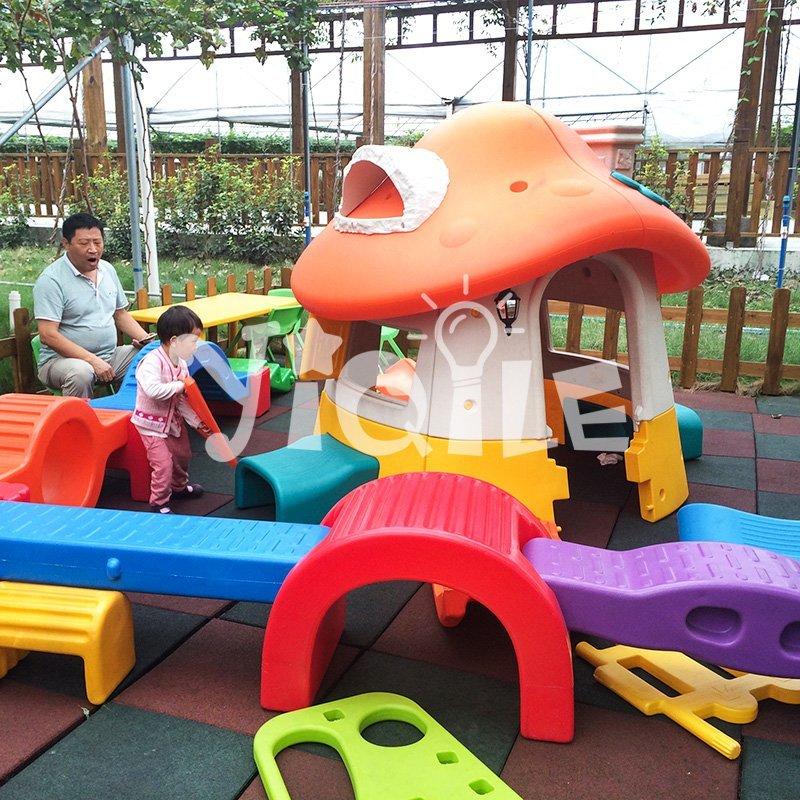 Popular huge plastic mushroom outdoor playhouse for kids