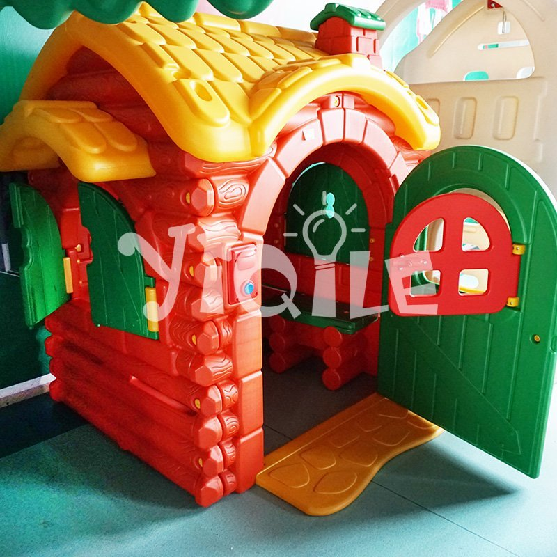 Kids forest house plastic playhouse with the audible doorbell for sale